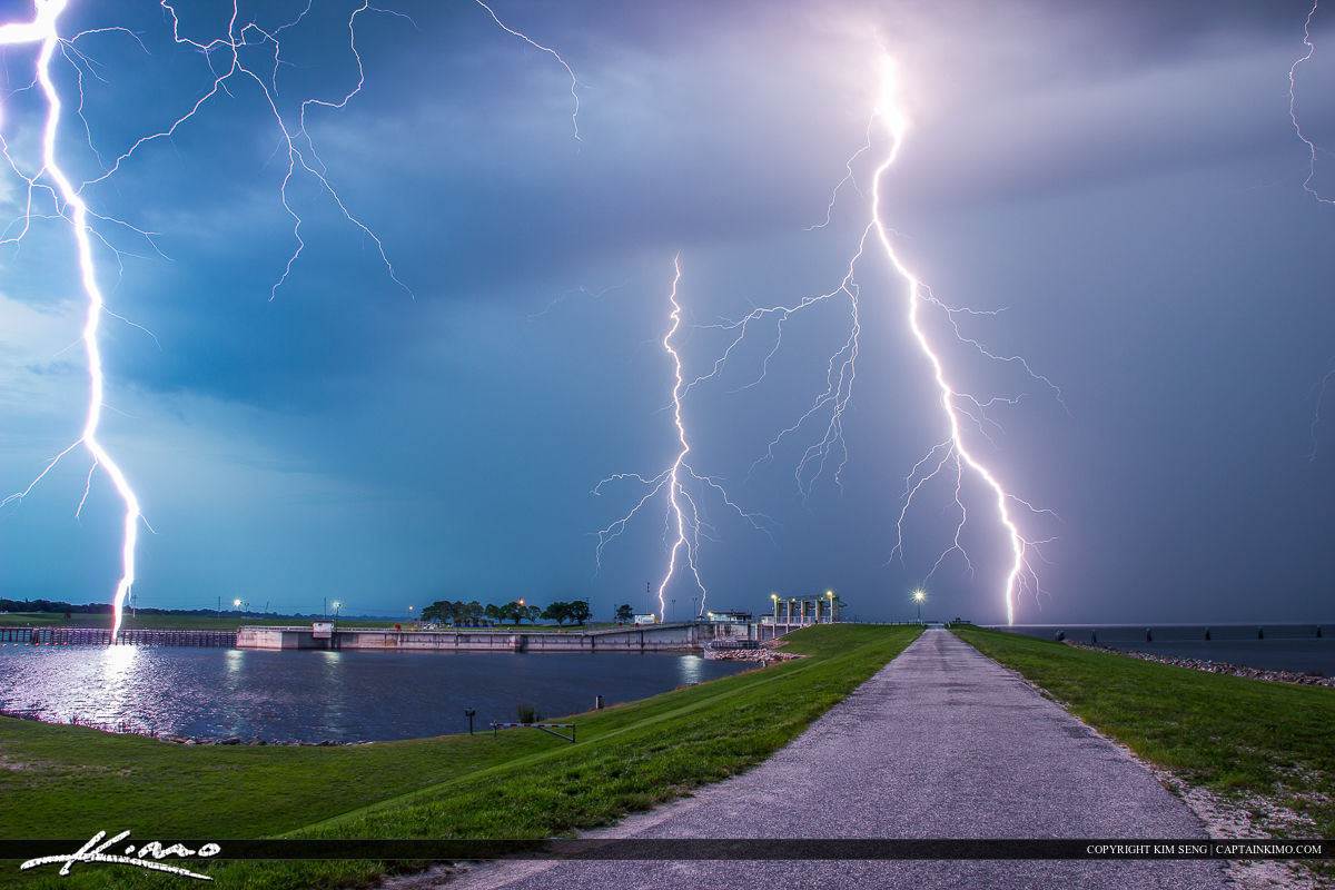 Today I went to Port Mayaca to photograph the sunset and do some timelapse. I ended up shooting lightning over Lake Okeechobee.