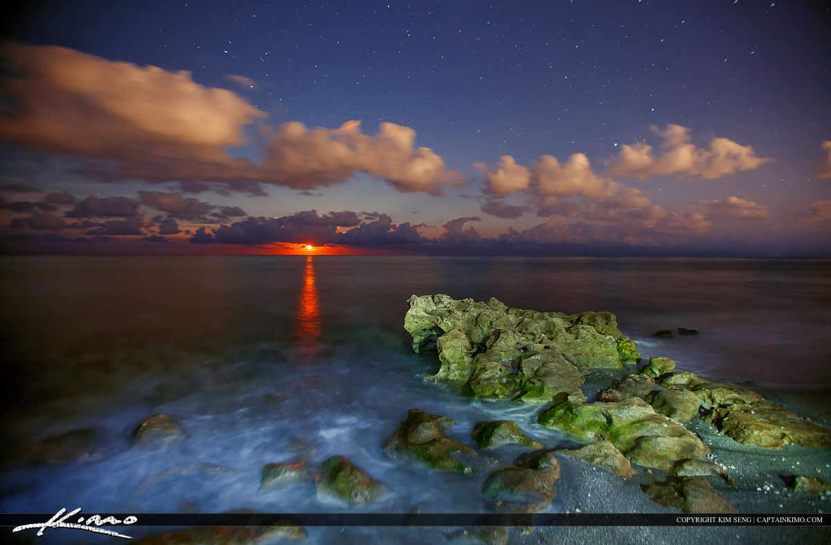 Beautiful moon rise over the ocean at Coral Cove Park in Tequesta Florida.