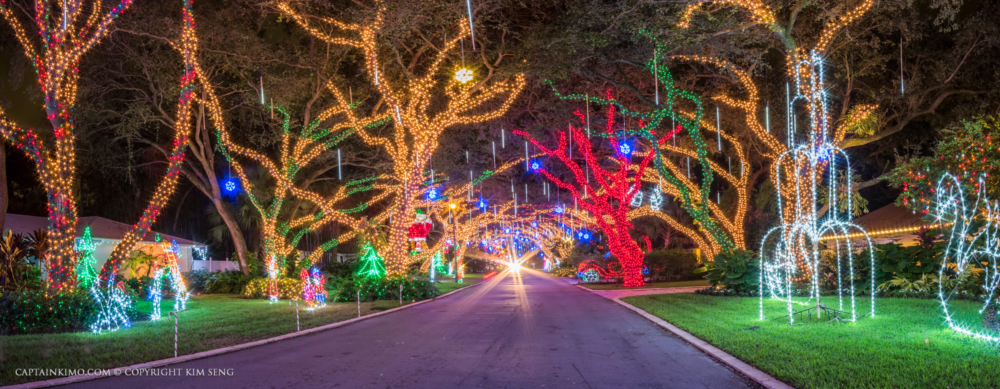 snug harbor drive christmas lights car headlights down street