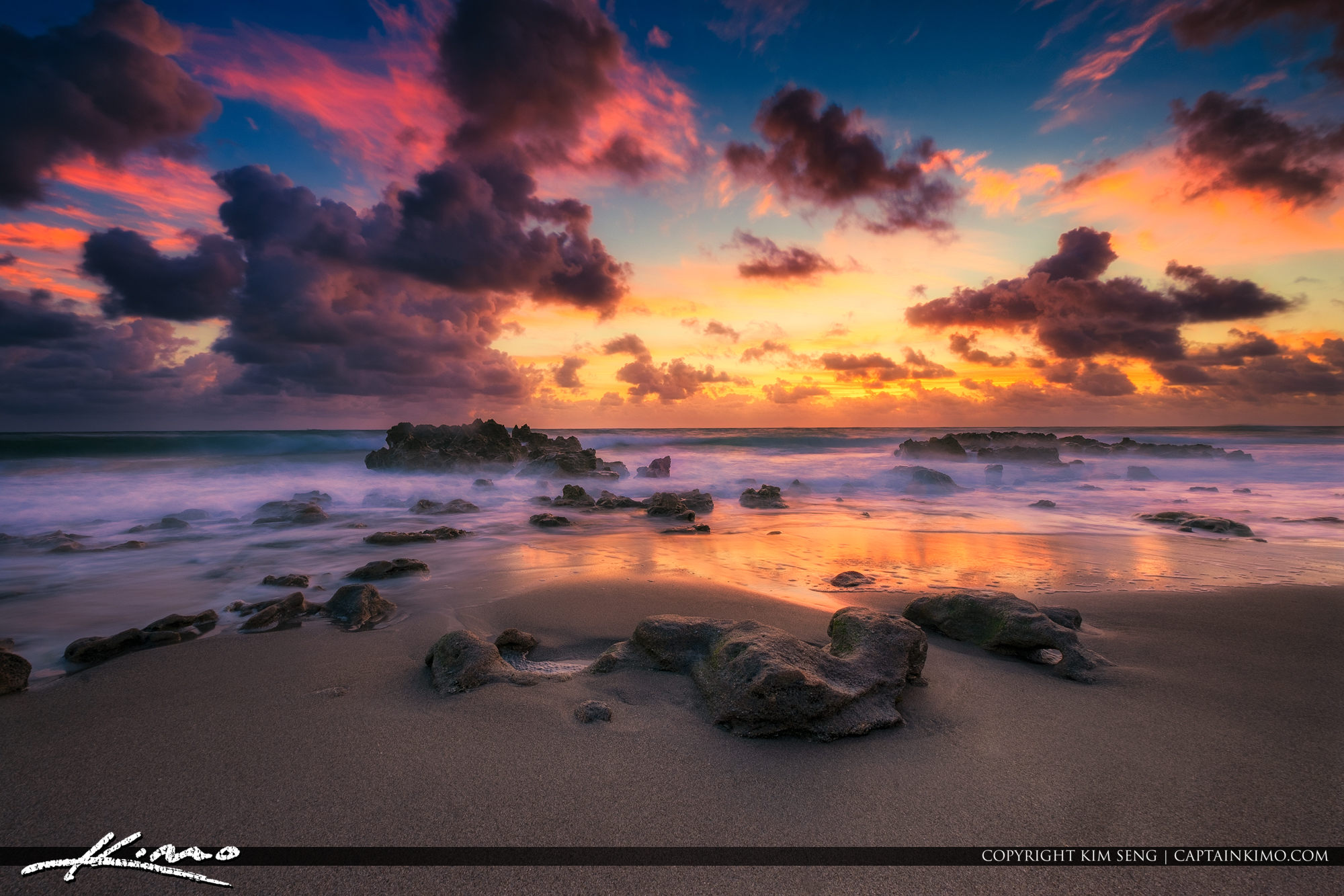 Beautiful Beach Rocks Coral Cove Park Sunrise